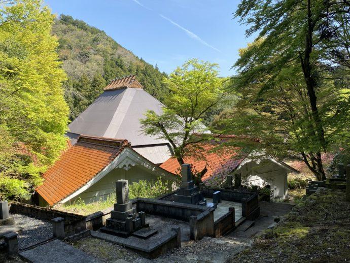 墓地から眺めた永明寺