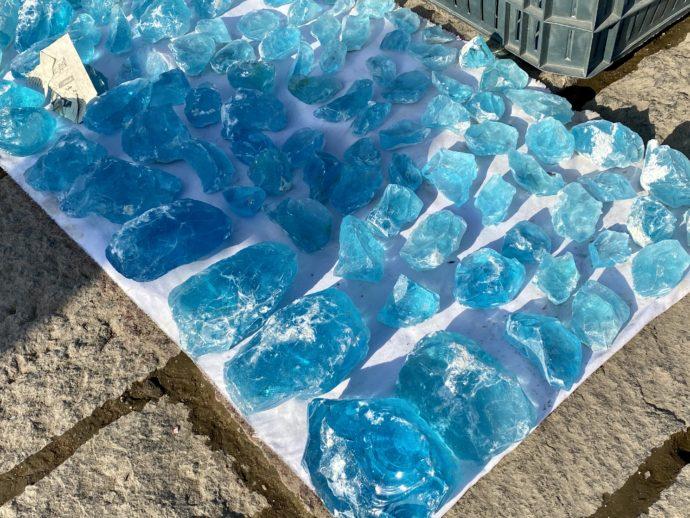 謎のブルーの石