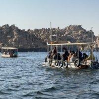 イシス神殿へ向かうボート
