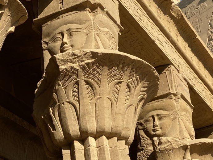 ハトホル神の円柱