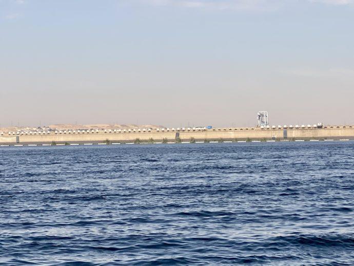 海から見たアスワン・ロー・ダム