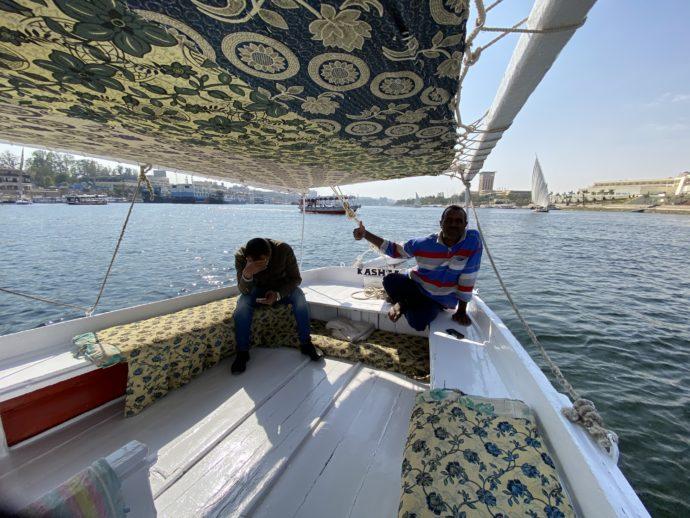 ファルーカの船頭とガイド