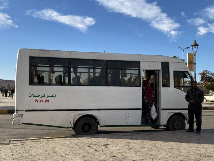 白い路線バス