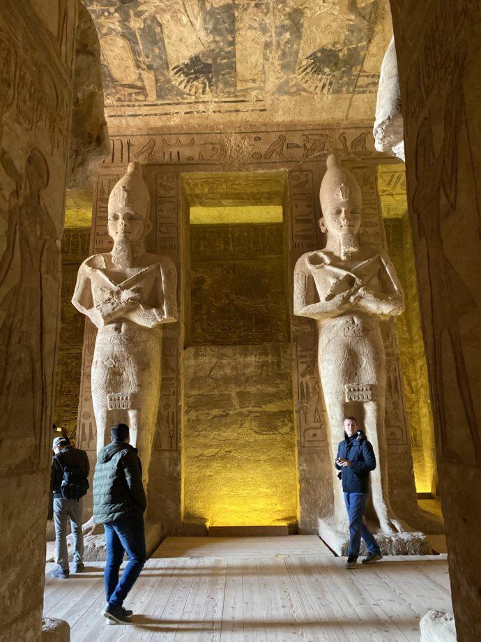 アブ・シンベル大神殿の大列柱室のラメセス2世像