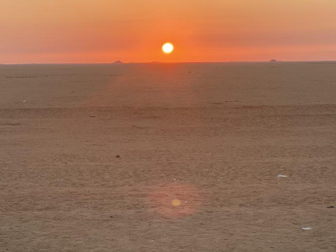 エジプト南部の美しい朝焼け