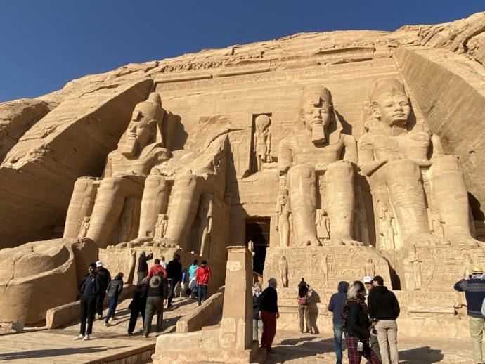 アブ・シンベル大神殿と観光客