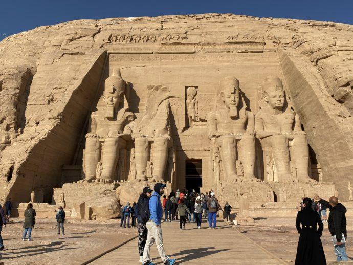 4つのラメセス2世の巨像