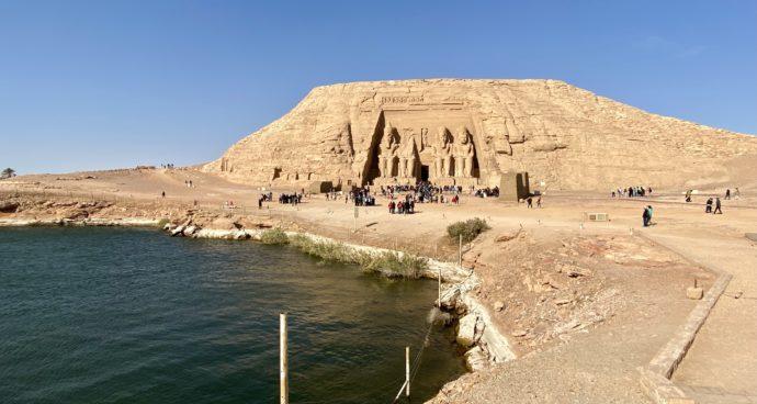 ナセル湖とアブ・シンベル大神殿