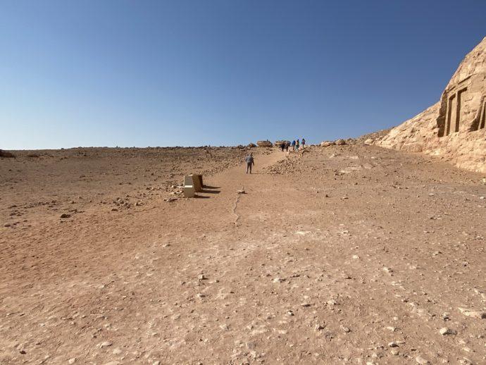 アブ・シンベルの砂漠の道