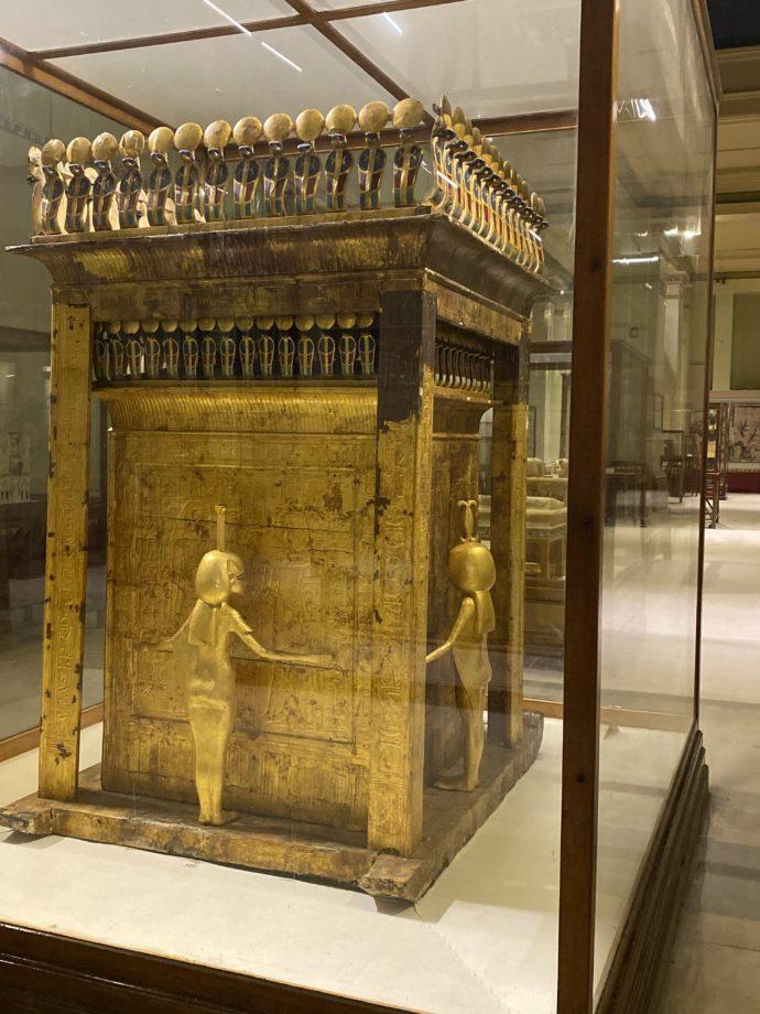 金塗り木製の巨大な祭壇