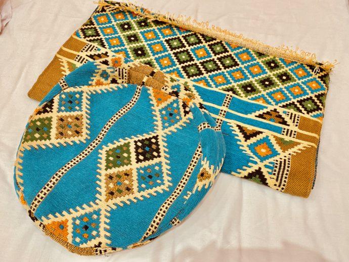 エジプト土産のの絨毯とクッションカバー