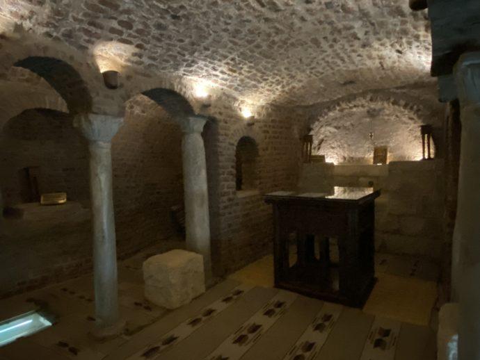 聖セルギウス教会の地下