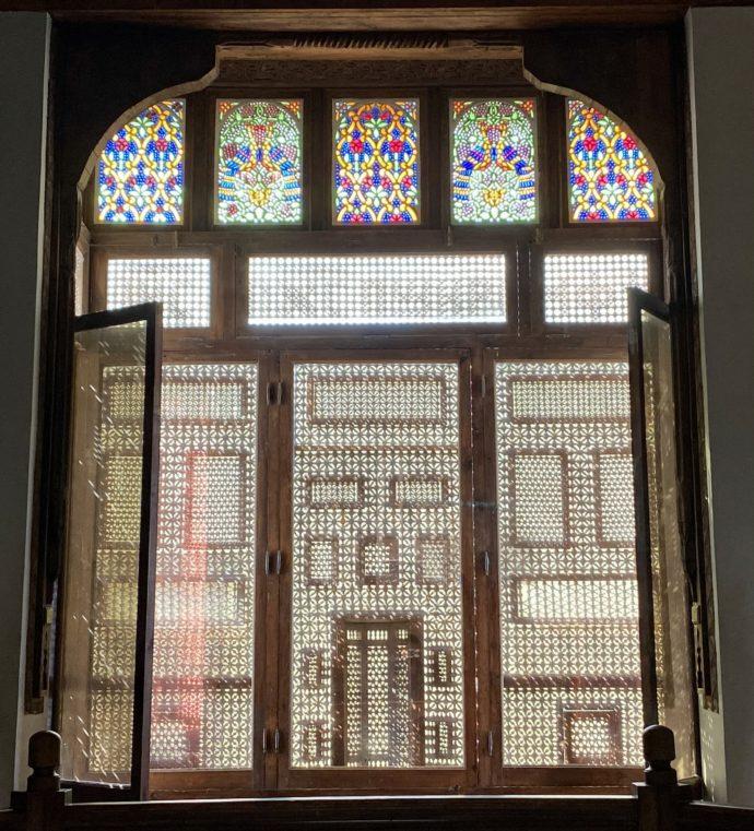 ステンドグラストムシャラビの窓