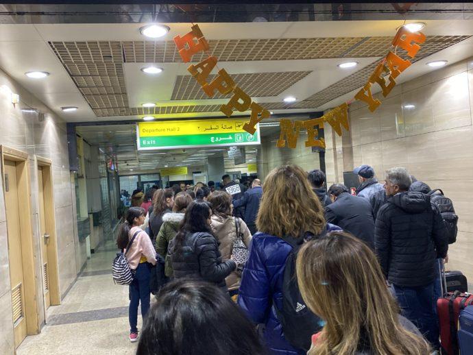 カイロ空港の長蛇の列