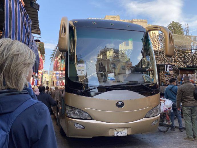 ハーン・ハリーリを通る観光バス