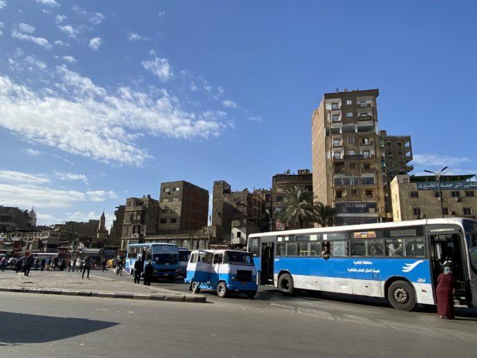 バス乗り場とバス