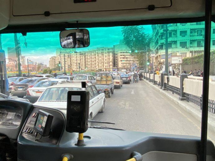 バスから渋滞を眺める