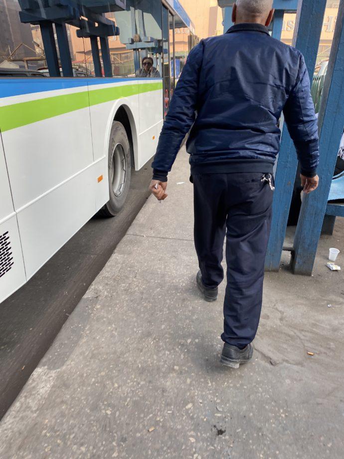 ギザ行きのバス