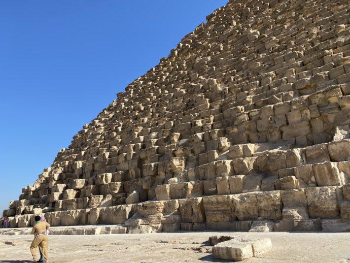 ピラミッドの石段