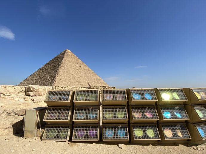 ピラミッドの照明機材