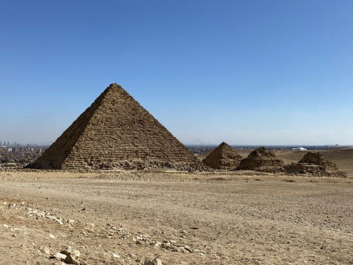 メンカウラー王のピラミッドと衛星ピラミッド