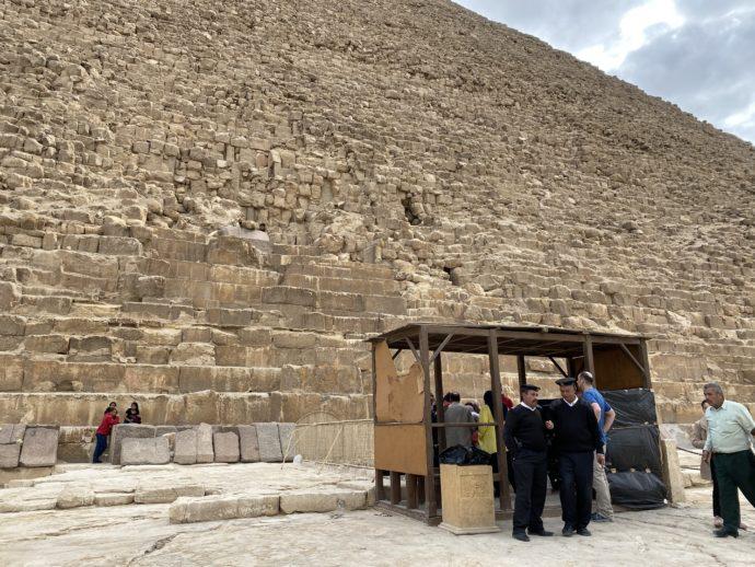 スフィンクスとカフラー王のピラミッド玄室入り口