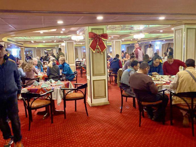 クルーズ船の食堂