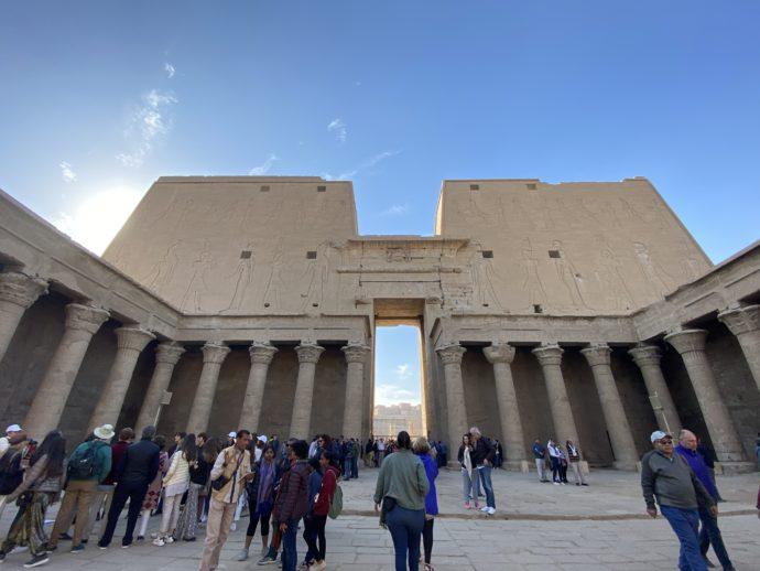 ホルス神殿の中庭