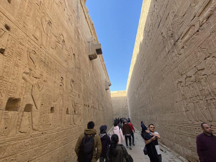 ホルス神殿の外廊