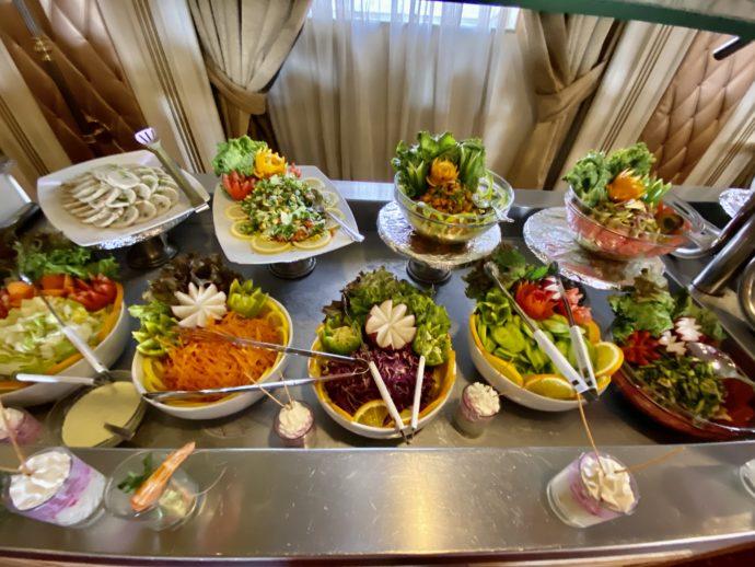 ブッフェのサラダコーナー