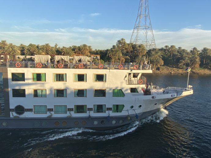 ナイル川とクルーズ船