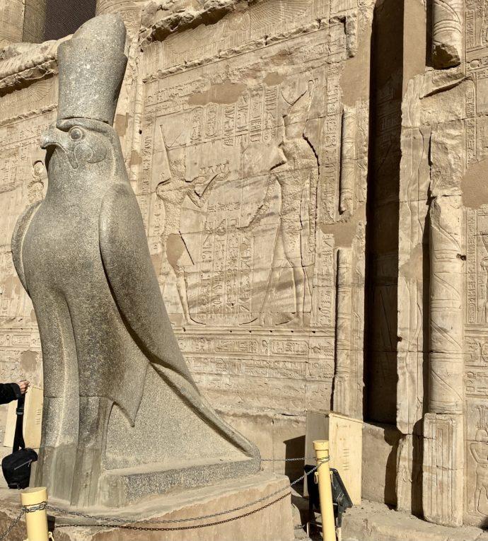 ホルス神像
