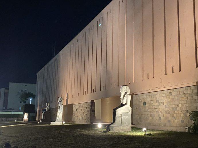 夜のルクソール博物館