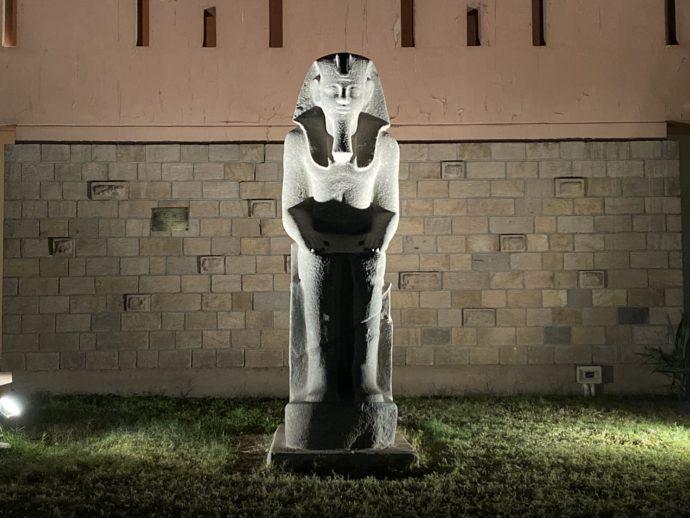ルクソール博物館前の石像