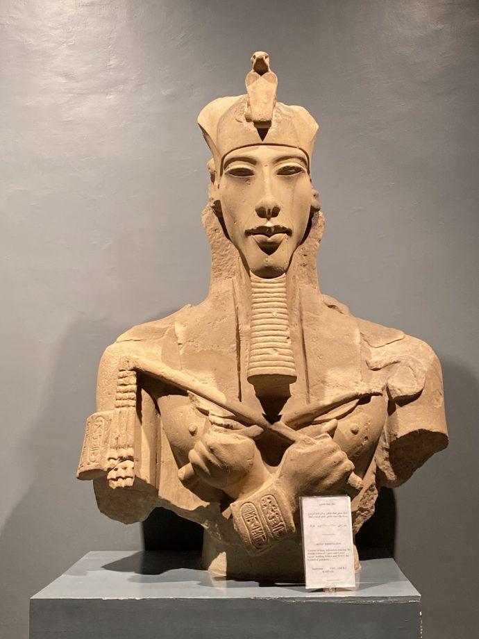 アメンホテプ4世像