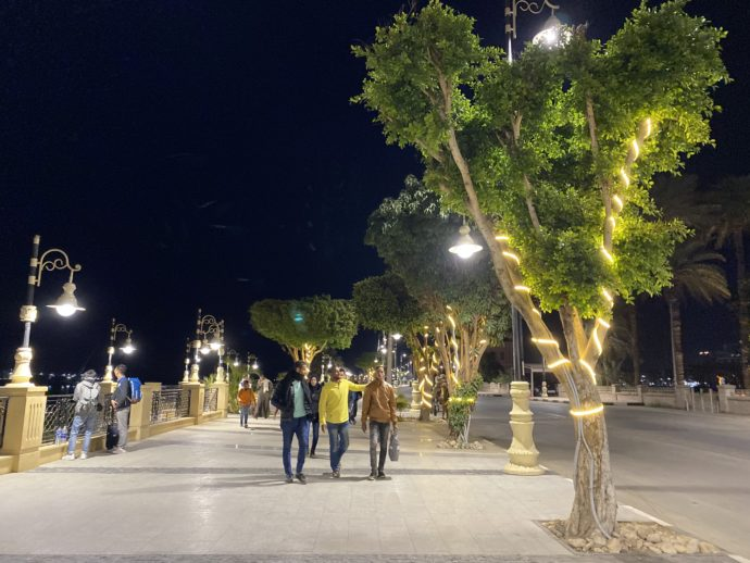 夜のナイル川沿い遊歩道