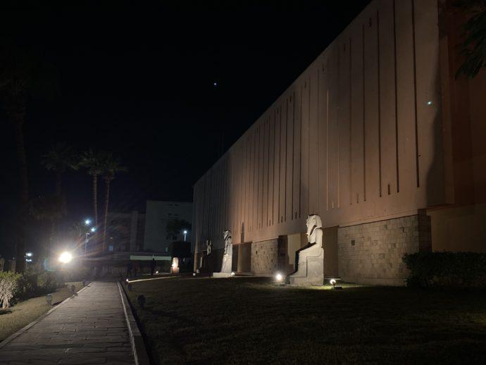 ライトアップされたルクソール博物館