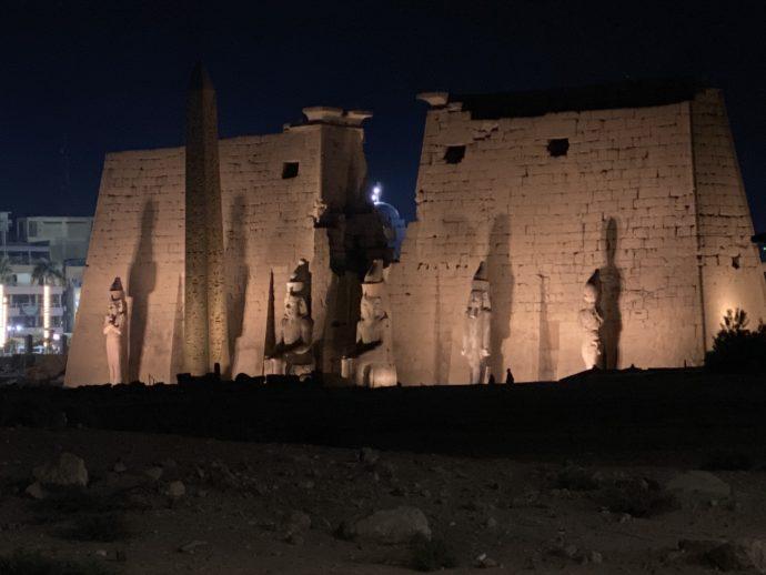 ライトアップされたルクソール神殿