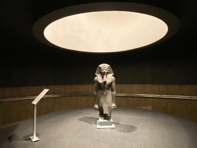 トトメス3世立像