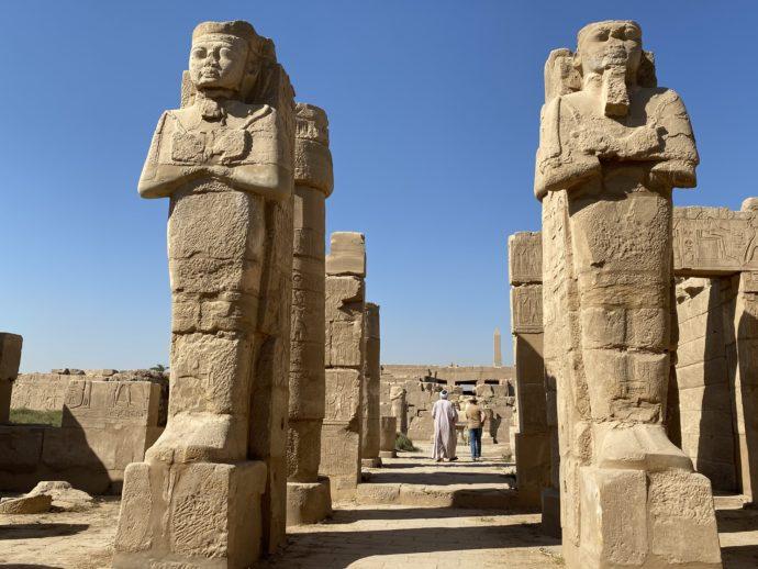 カルナック神殿の巨像