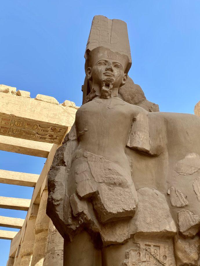 カルナック神殿のファラオの像