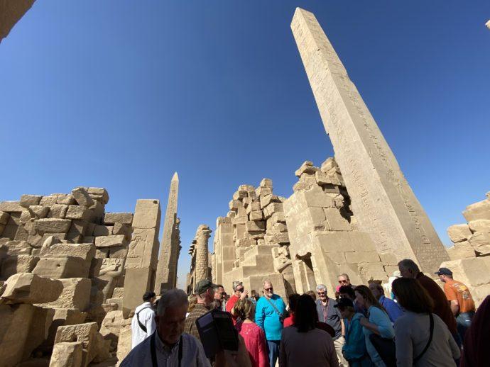 カルナック神殿と観光客