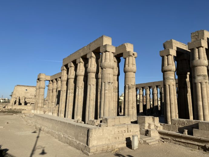 外から丸見えのルクソール神殿
