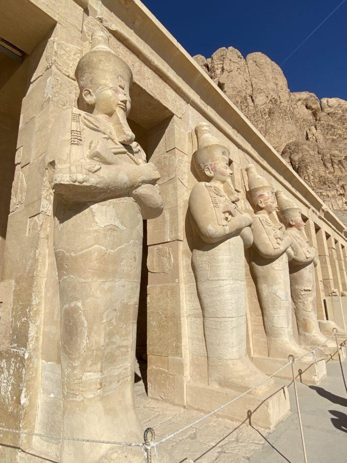 オシリス神列像