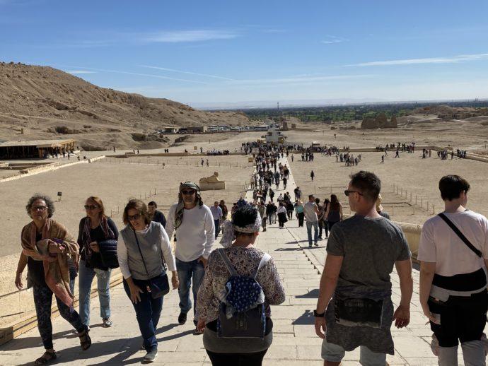 ハトシェプスト女王葬祭殿と観光客