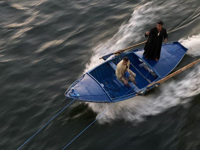 クルーズ船に営業する船
