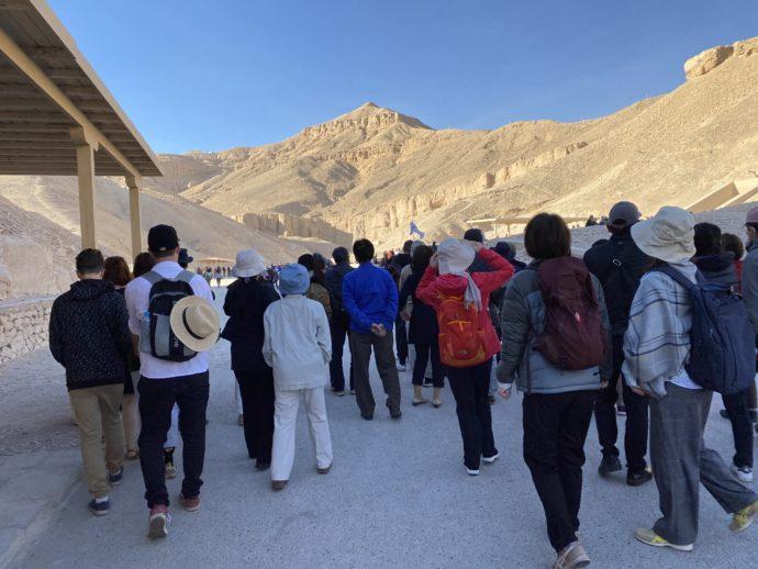 王家の谷に到着した観光客