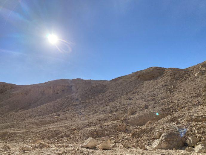 王家の谷への道