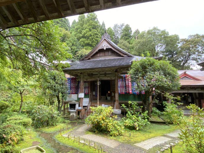 三佛寺の境内