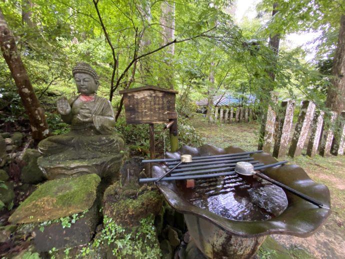 三佛寺の手水鉢